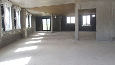 Local commercial Saint Erblon 153 m2