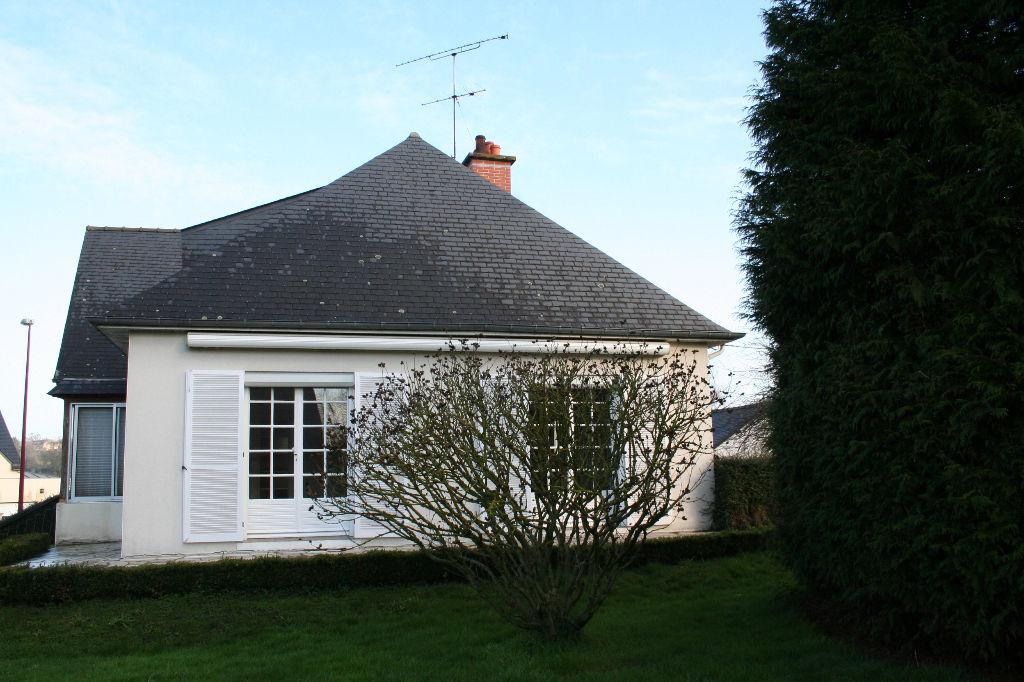 Maison Bourg Des Comptes 6 pièce(s) 120 m2 + Garage indépendant 61 m²