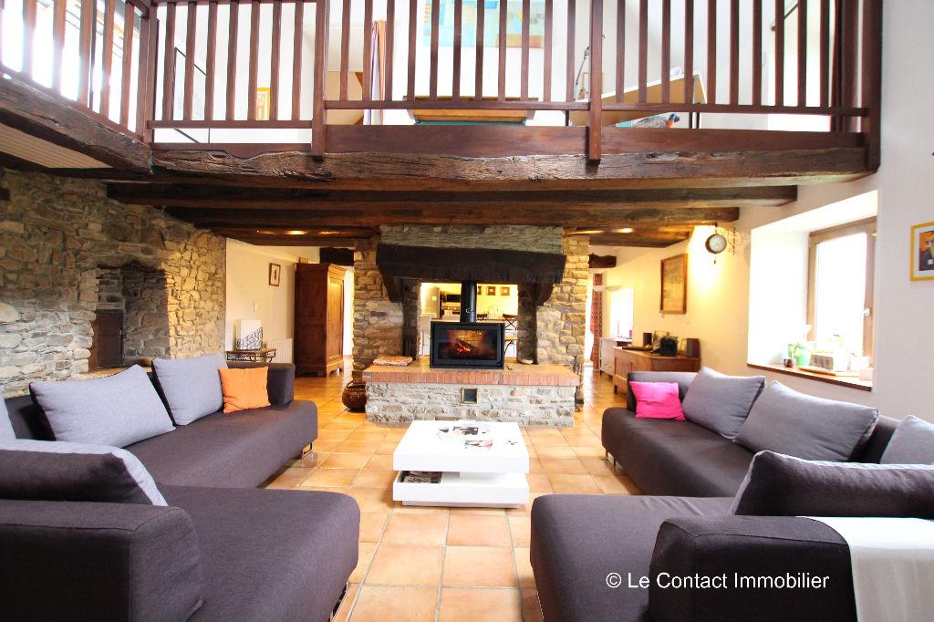 Maison Laille  8 piece(s)  230 m2